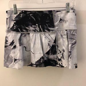 Lululemon black gray and white skirt, sz 8, 64788